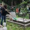 Drexel students clean up Jewish section in Roman cemetery